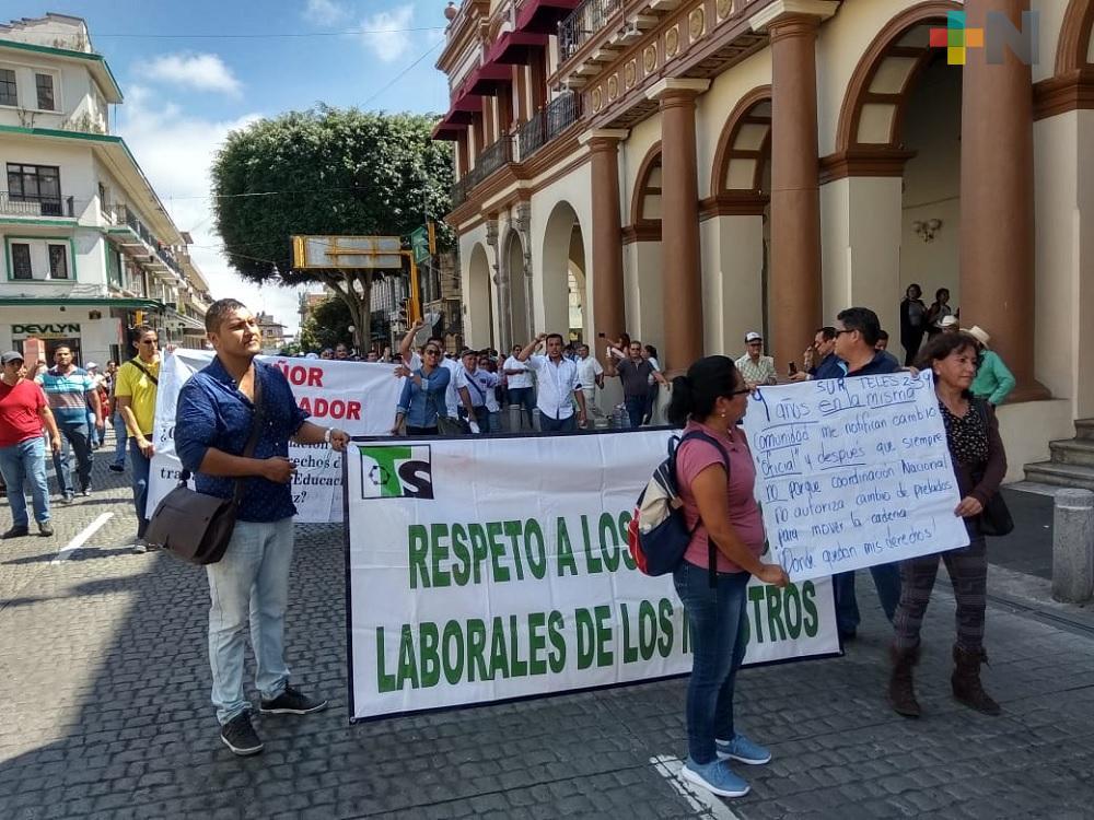 Docentes agremiados al SNTE exigen respeto a sus derechos laborales