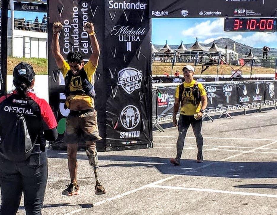 Emmanuel Sedglach completó el Spartan Race México