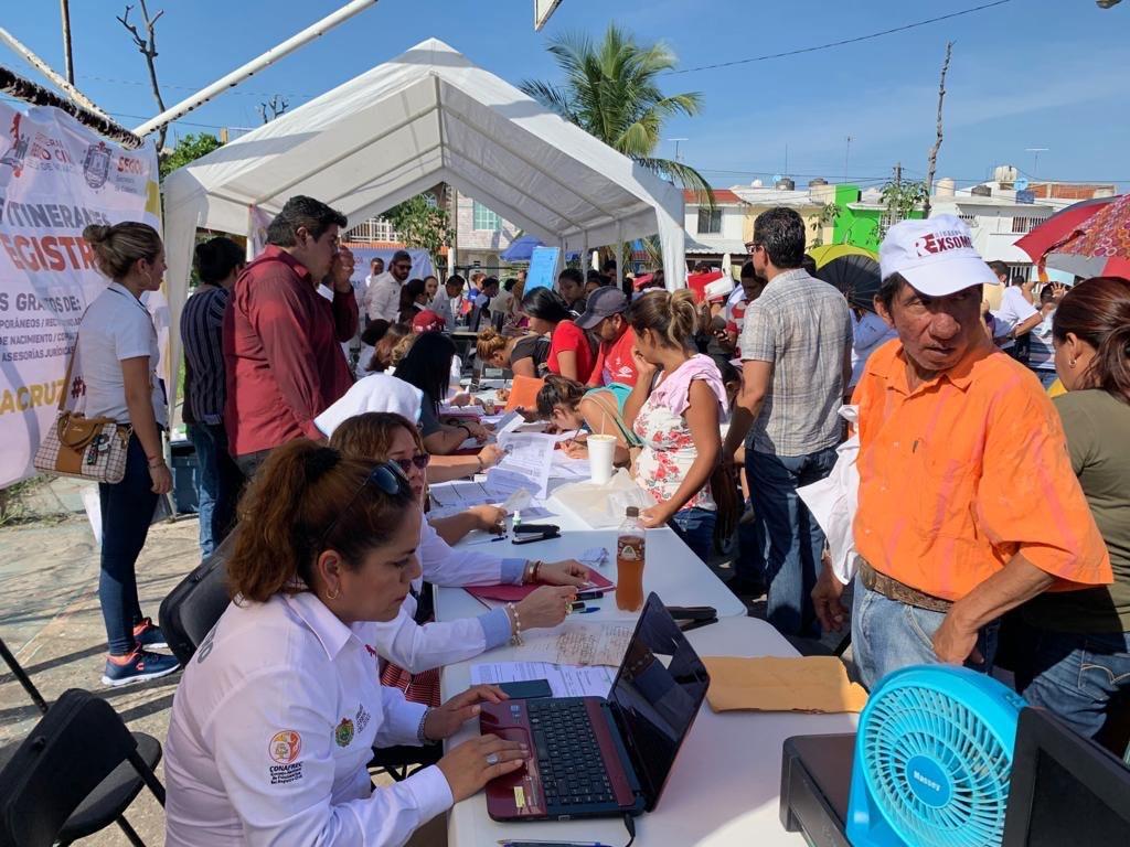 Personas de escasos recursos económicos, reciben apoyo en Brigadas Itinerantes