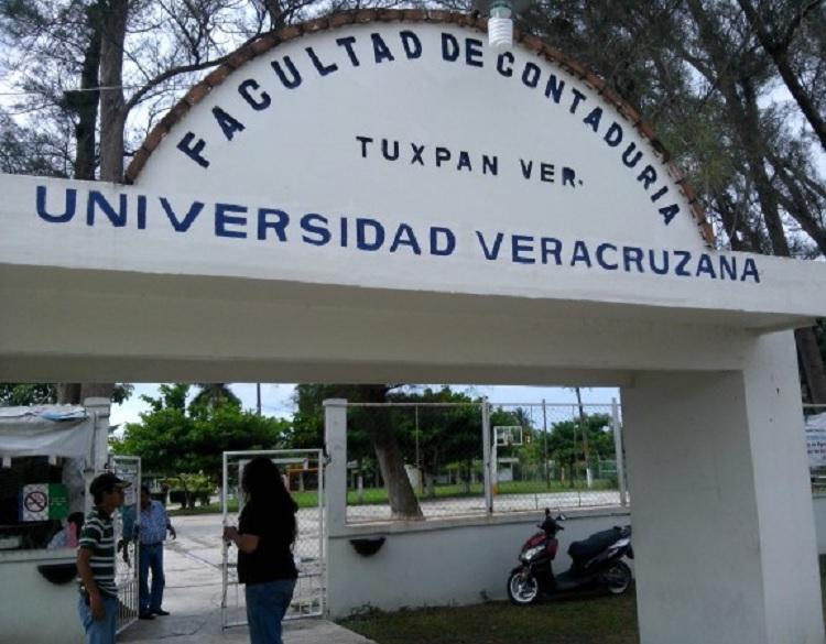 En Tuxpan Facultad de Contaduría de la UV presenta nueva licenciatura