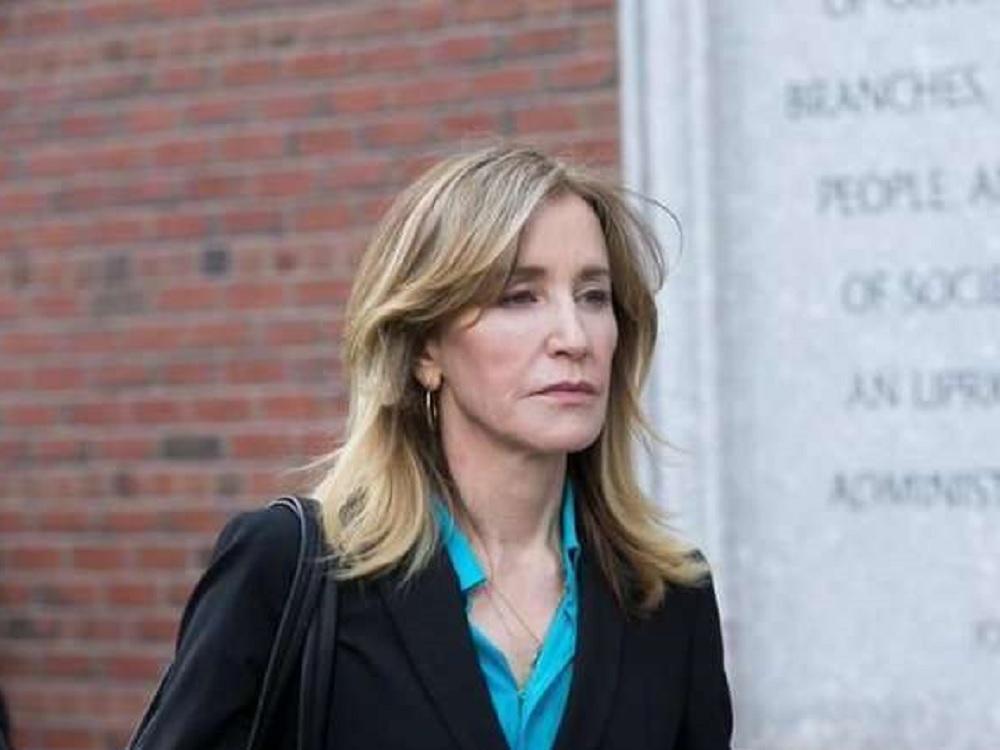 Felicity Huffman inicia condena de 14 días en prisión por soborno
