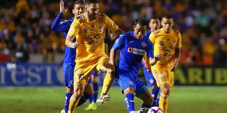 Gol de Gignac salva a Tigres y Cruz Azul más cerca de la eliminación