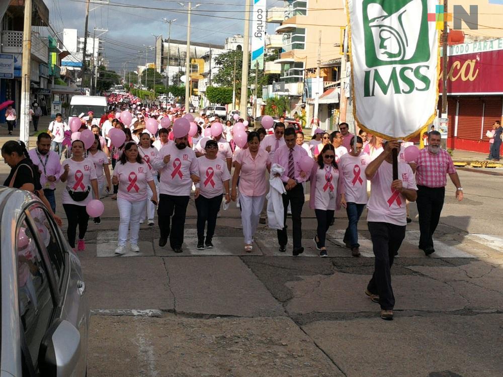 IMSS marcha en Coatzacoalcos, hace un llamado a prevenir el cáncer de mama