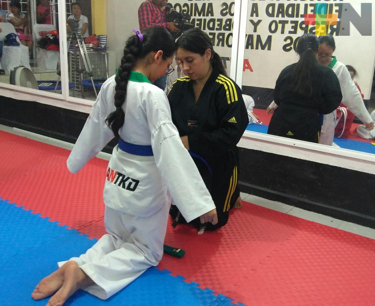 Realizaron cambio de grados en Academia Nacional de Taekwondo
