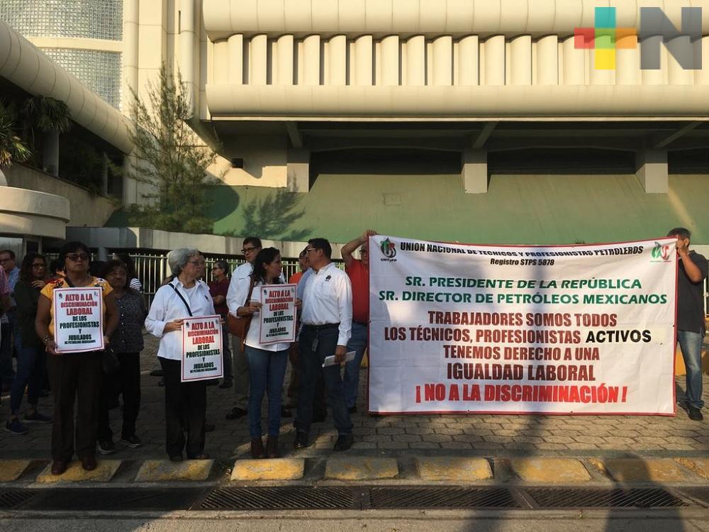 Trabajadores de Pemex exigen aumento salarial similar al que recibieron integrantes del STPRM
