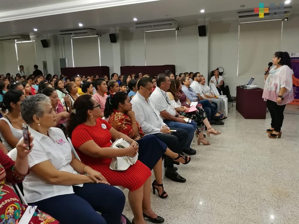 Violencia contra la mujer no debe ser politizada por ningún partido en Veracruz: Conferencista