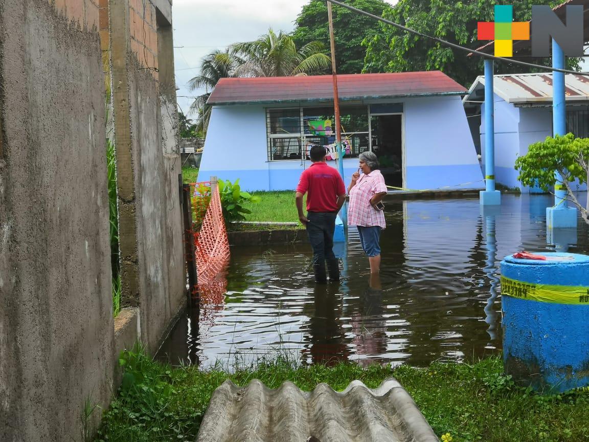 Frente Frío 3 deja afectaciones inundaciones y árboles caídos en colonias de Coatzacoalcos