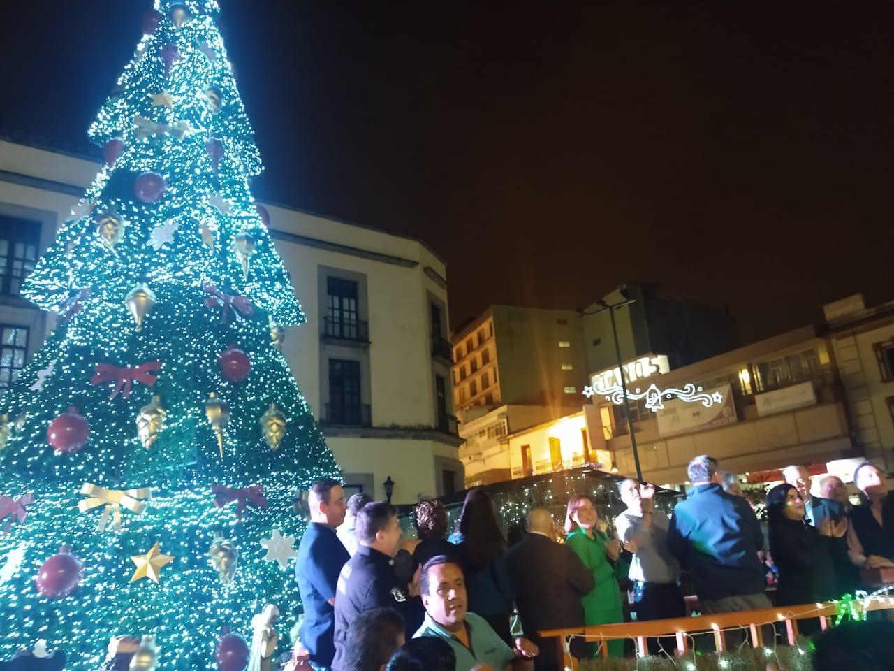 Encabezó el gobernador Cuitláhuac García, encendido de luces navideñas