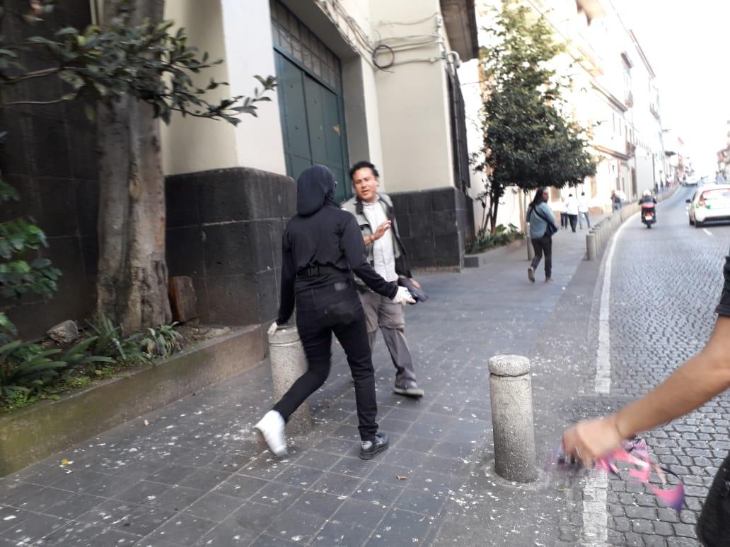 Encapuchadas agredieron a fotógrafos y reporteros en Xalapa