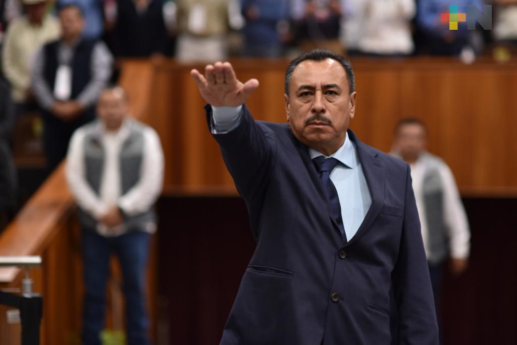 Rinde Antonio García Reyes protesta como diputado a la LXV Legislatura