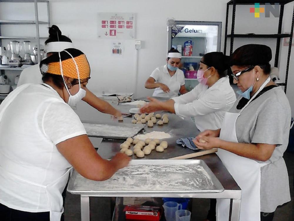 Imparten curso de repostería en Martínez de la Torre, para autoempleo