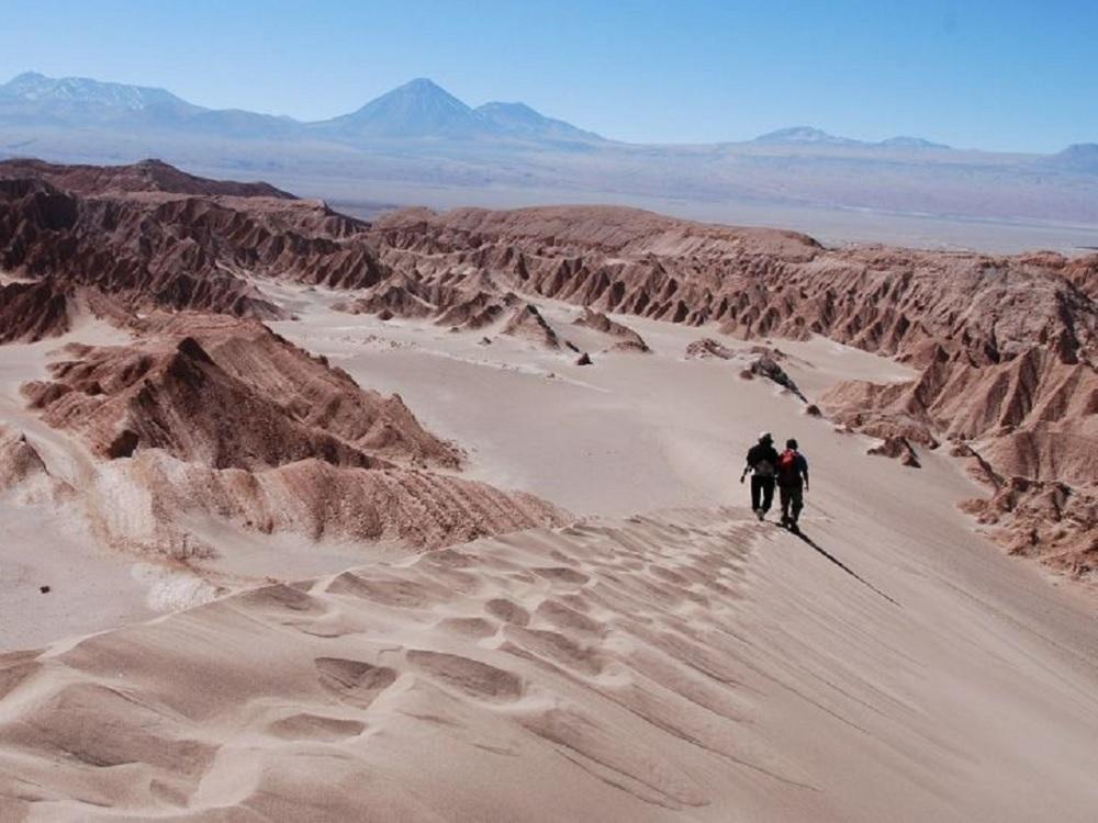 Científicos hallan meteoritos en desierto chileno de Atacama