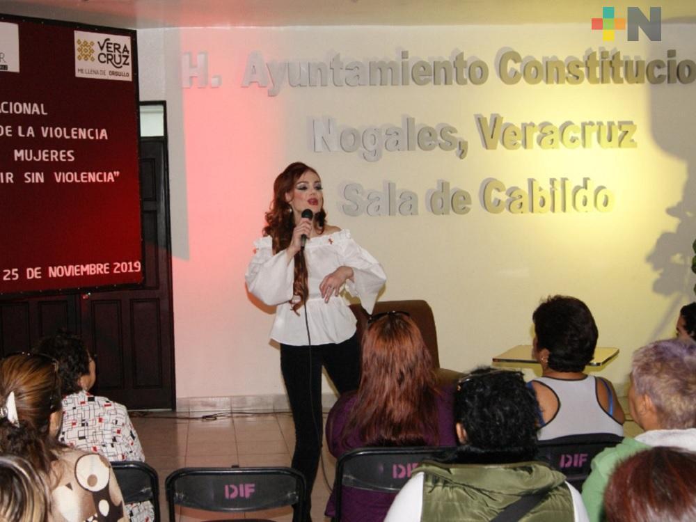 """En Nogales, Carmen Campuzano ofreció la plática  """"Tú y yo elijamos vivir sin violencia"""""""