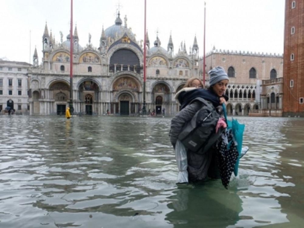 Estado de emergencia en Venecia por la mayor inundación en medio siglo