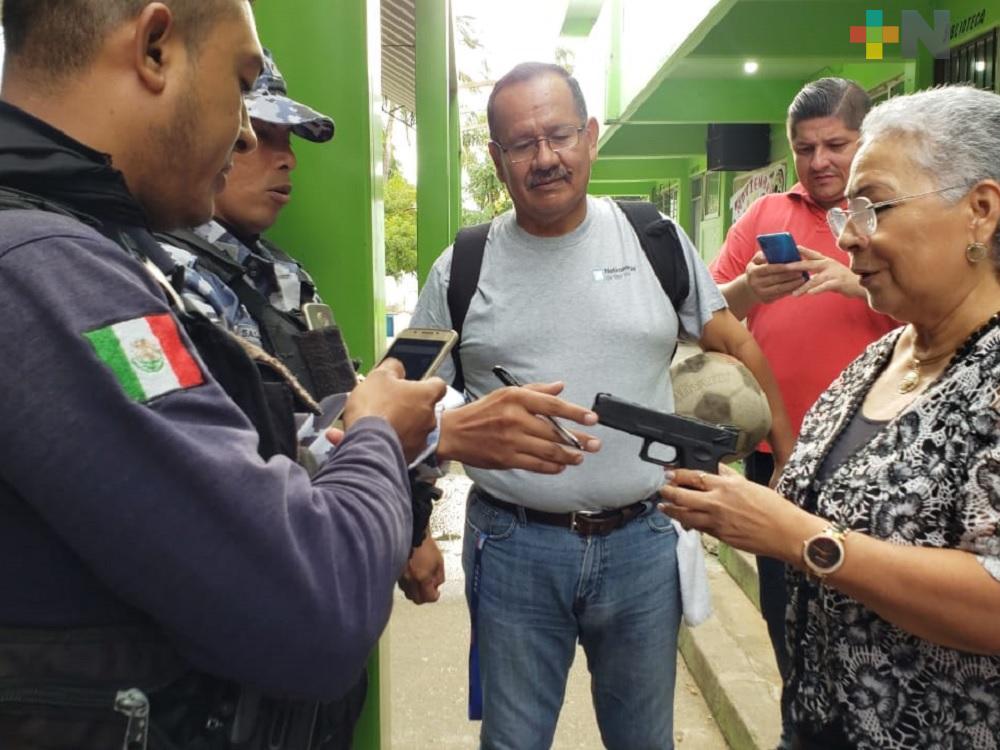 Pistola falsa provoca llegada de elementos de SSP a secundaria de Coatzacoalcos