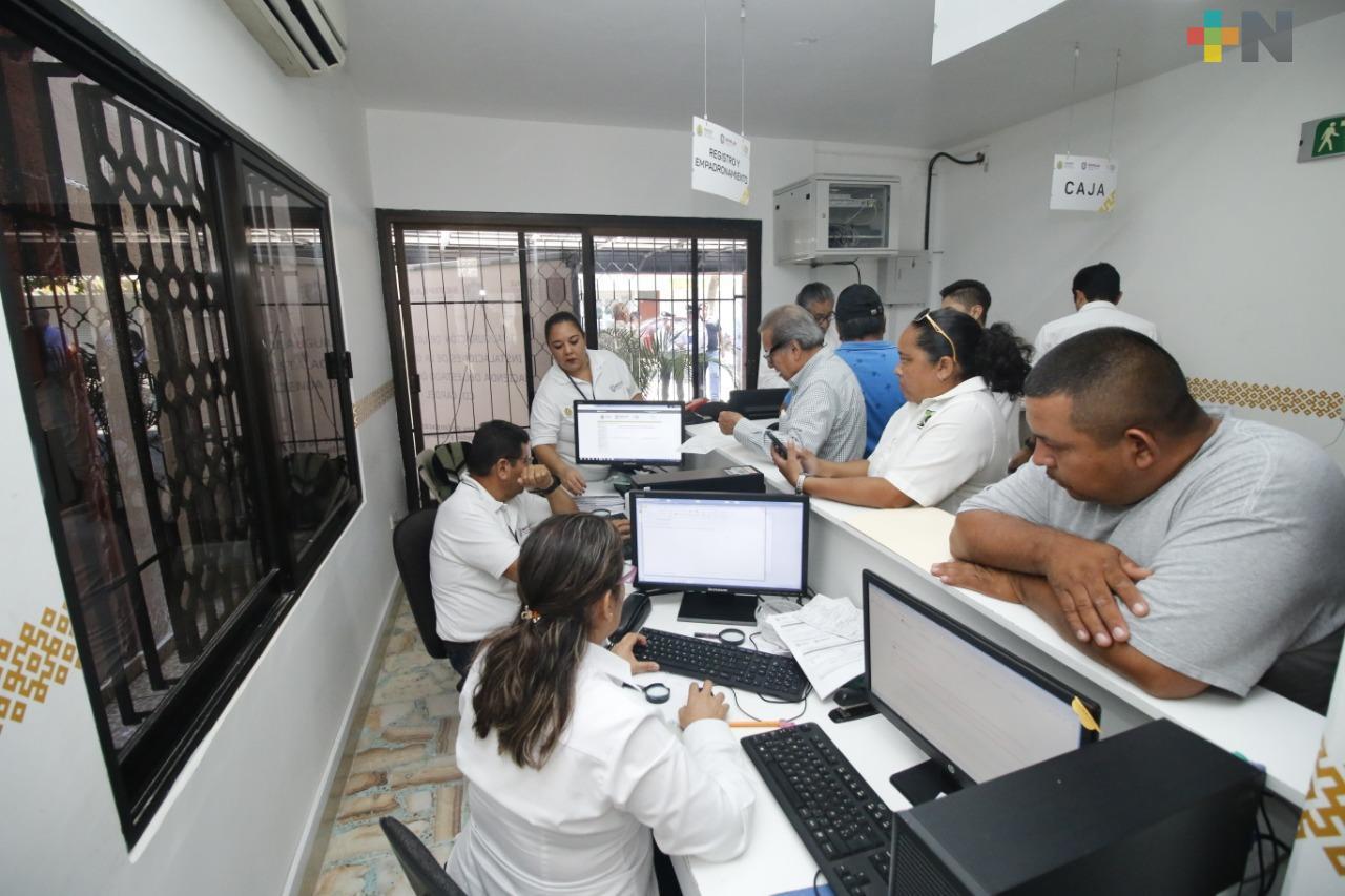 Extiende Oficina de Hacienda horario de atención para canje de placas