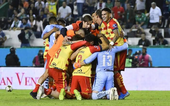 Morelia da la sorpresa al vencer 2-1 al León y avanzar a semifinales