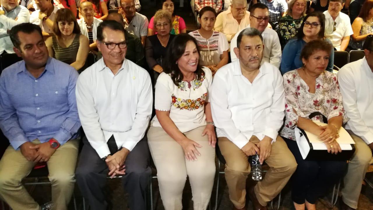 Rindió informe de actividades el diputado Amado Cruz Malpica