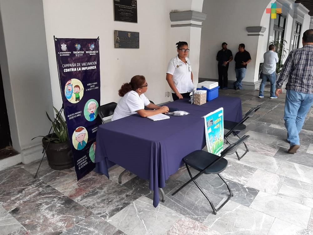 Instalan módulo de vacunación contra la influenza en bajos del palacio municipal de Veracruz