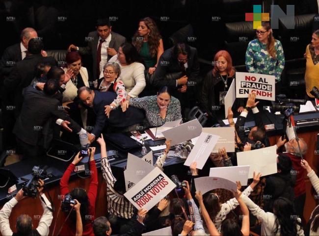 Entre jaloneos, Rosario Piedra rinde protesta como presidenta de la CNDH