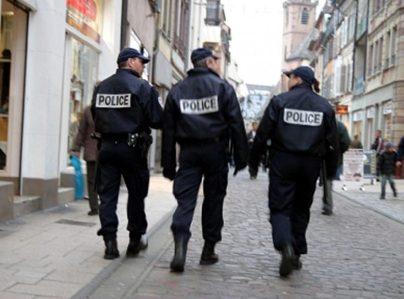Policías desalojan dos campamentos de migrantes en París
