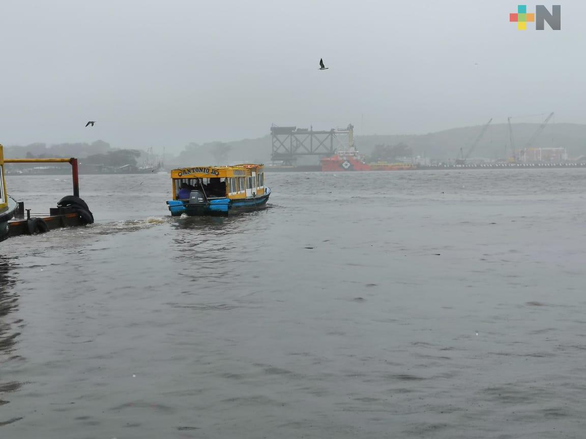 En Coatzacoalcos, cerraron navegación por fuertes rachas de viento