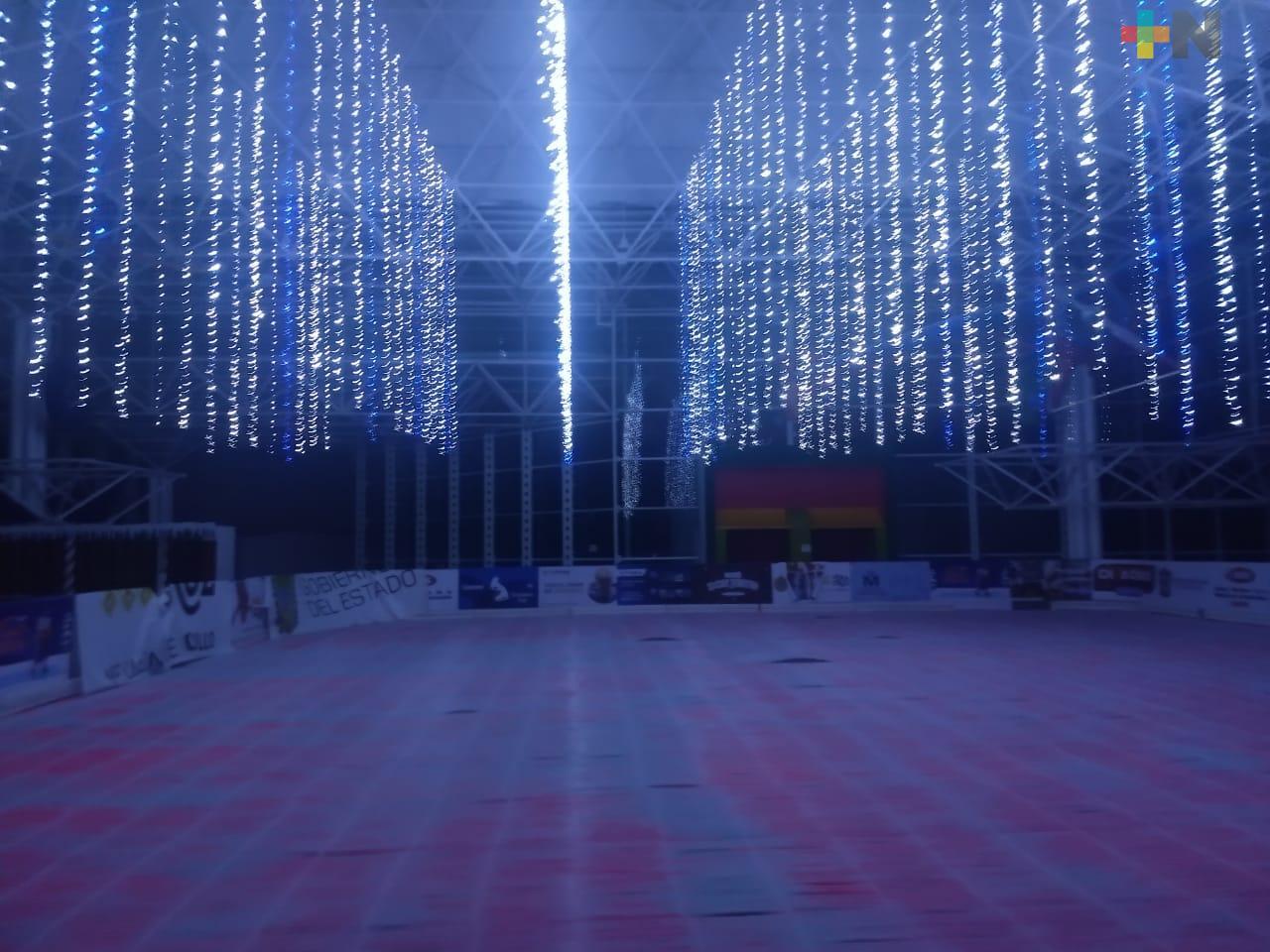 Durante 12 horas estará abierta de forma gratuita la pista de hielo en Xalapa