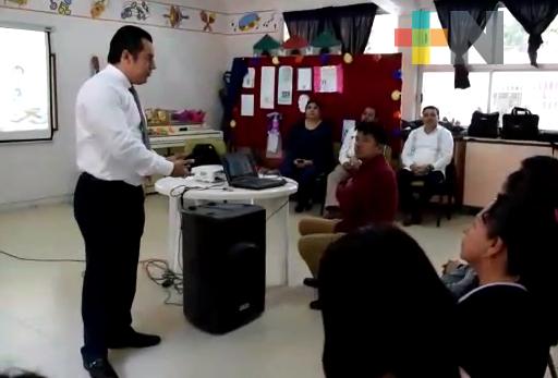 Imparte SEV plática «La Importancia de ser padres responsables» en región de Orizaba