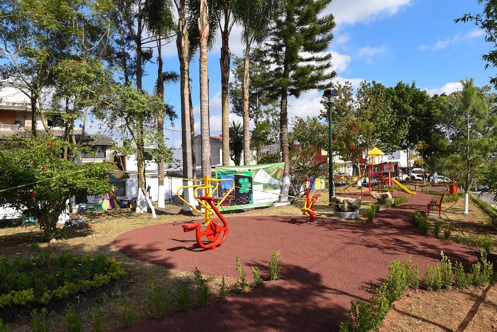 Más espacios de recreación en Xalapa; rehabilitan parque en la colonia Moctezuma