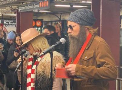 Alanis Morissette y Jimmy Fallon cantan en el metro de Nueva York