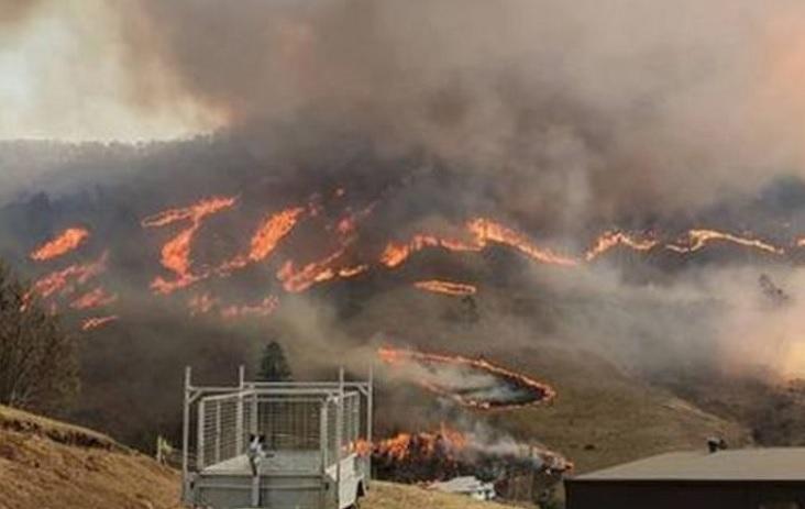 """Arde """"mega incendio"""" en norte de Sydney"""