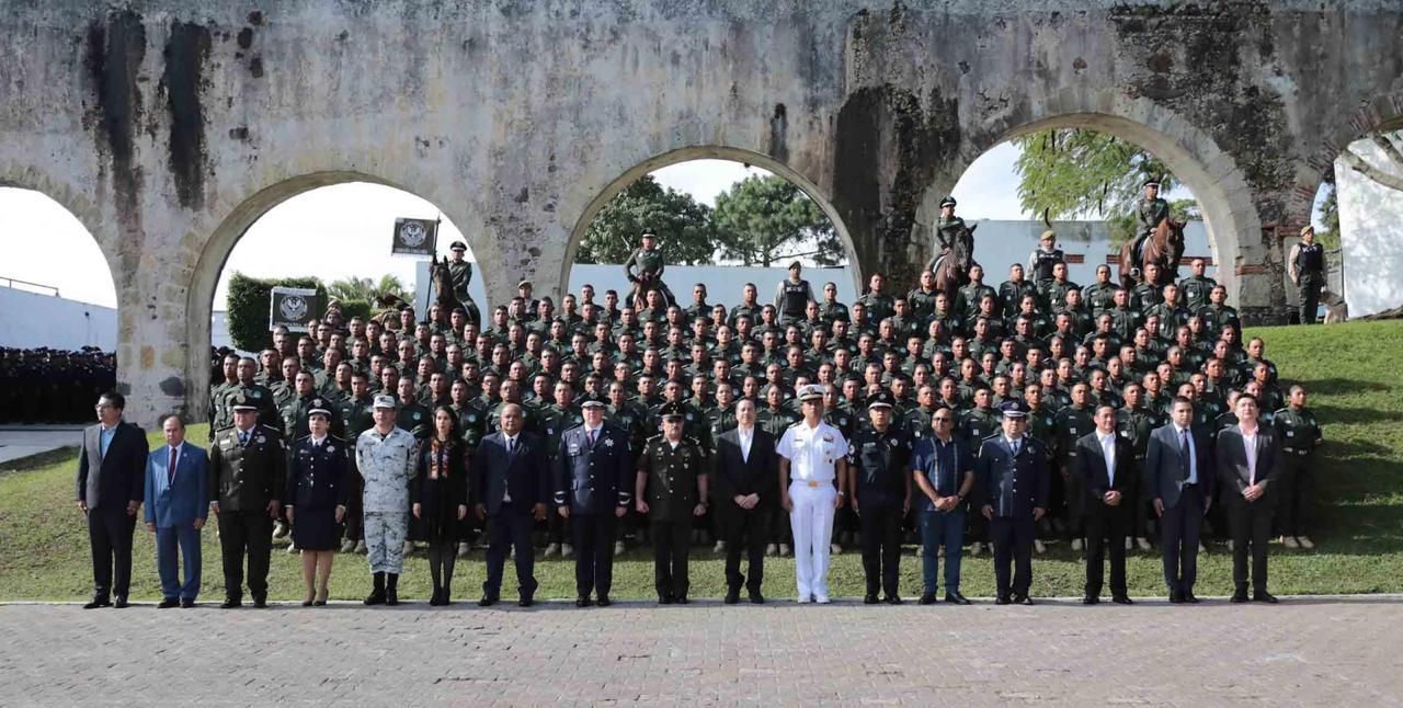 No caer en manos de la corrupción, llamado del gobernador Cuitláhuac García a nuevos oficiales de Policía