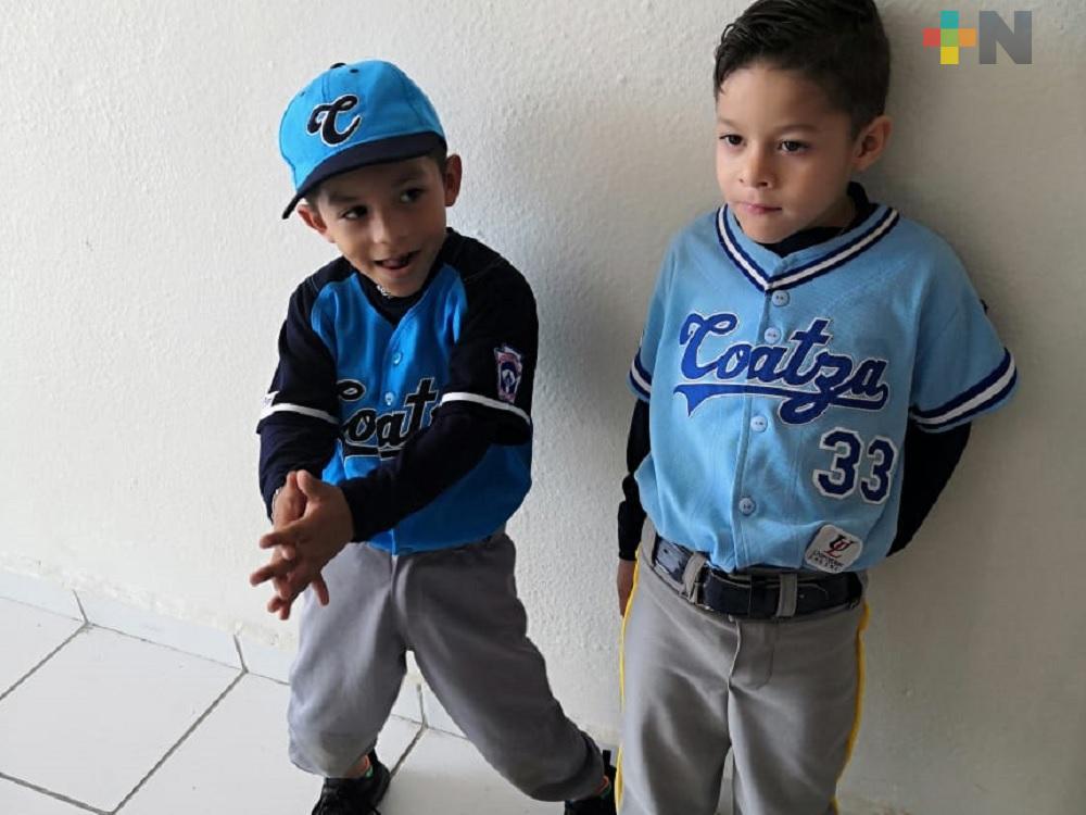 Equipo de béisbol Azules de Coatzacoalcos inician colecta para viajar a competencia en Córdoba