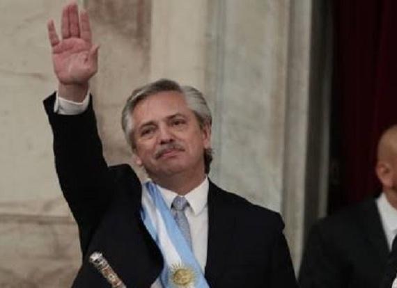 Jura Alberto Fernández como presidente de Argentina