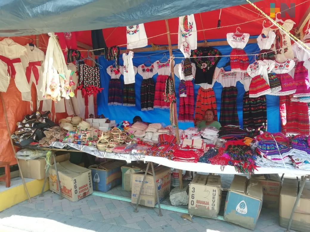 Se instalan comerciantes de artículos guadalupanos en el centro de Coatzacoalcos