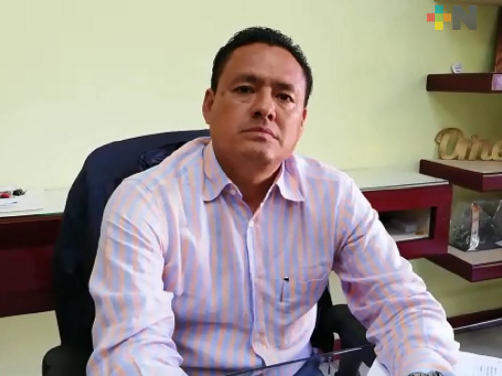 Alcalde de Omealca gestiona a nivel federal reparación de carretera Cuichapa-Omealca