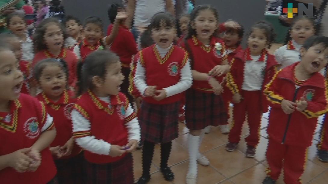 Jardín de niños cantan La Rama en la SEV