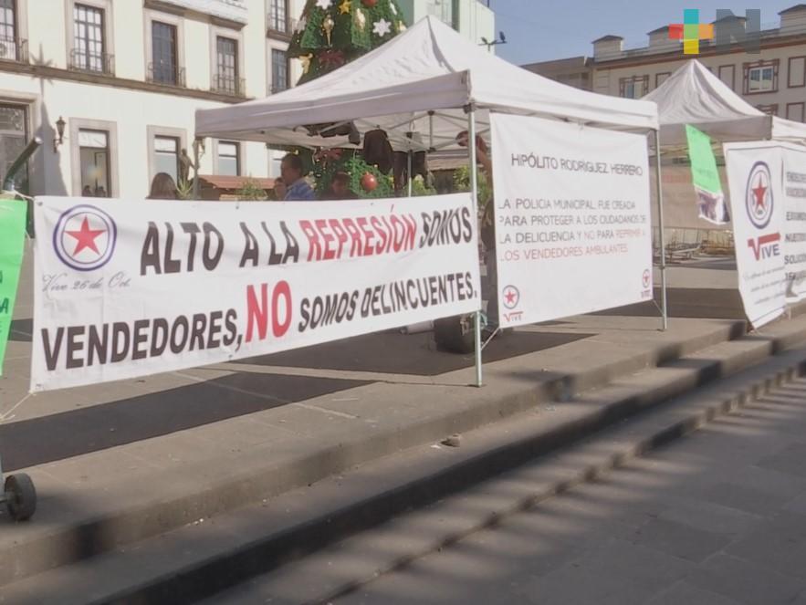 Comerciantes informales  protestan en plaza Lerdo; piden permisos para venta