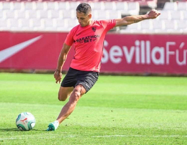 """""""Chicharito"""" Hernández entrena con Sevilla antes de irse al Galaxy"""