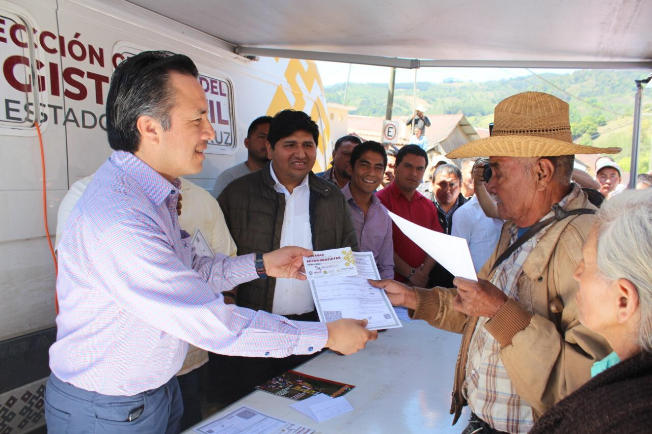 En un año, Veracruz pasó del lugar 32 al 1o. en atención del Registro Civil