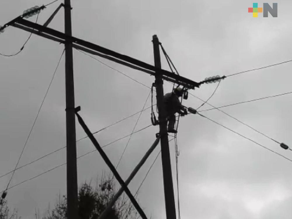 Extienden red eléctrica a 16 comunidades de Tantoyuca