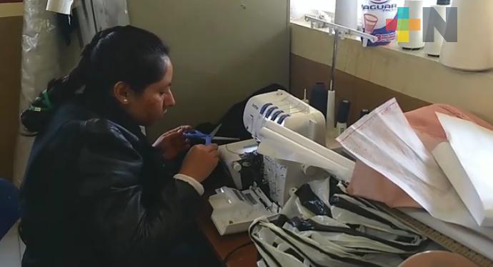 Certifica ICATVER a mujeres de Zacualpan tras concluir taller de corte y confección