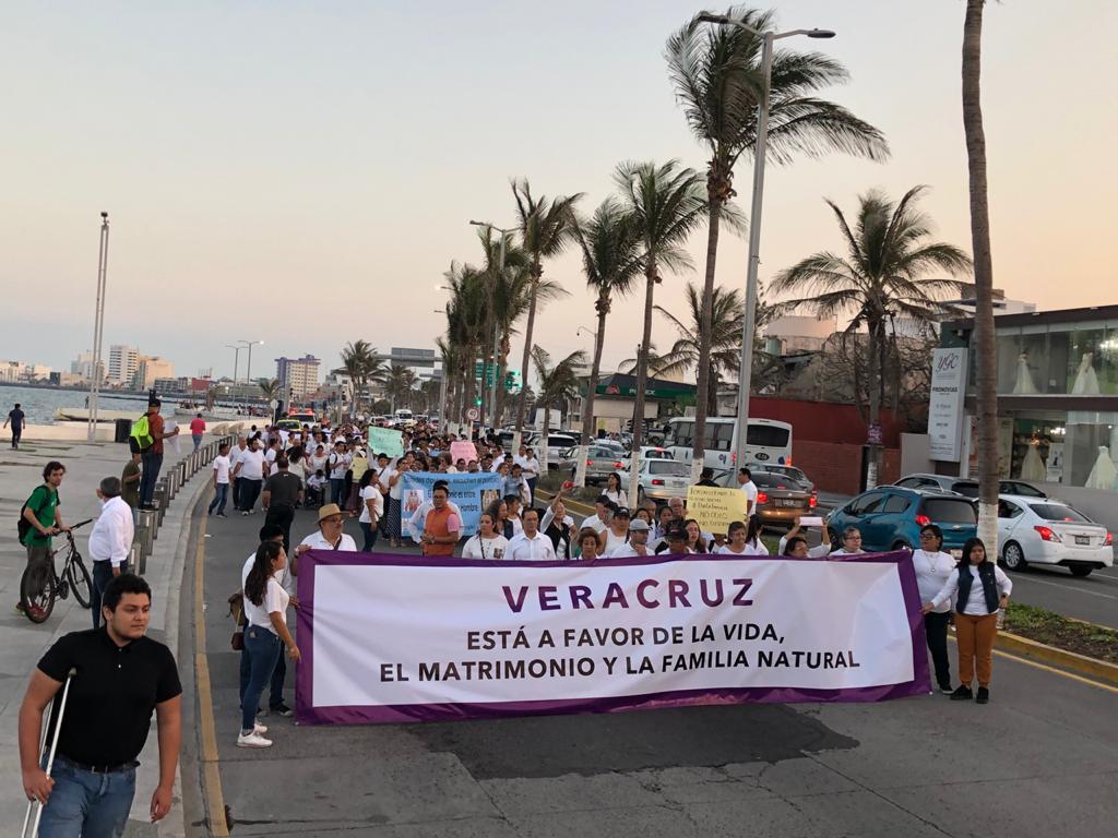 Se manifiestan en el puerto de Veracruz por reformas al Código Civil