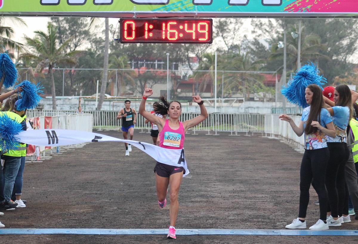 Angélica Espinoza y Fernando Cervantes  conquistaron el Medio Maratón Puerto de Veracruz