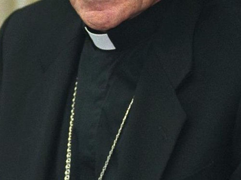 Monreal propondrá aumentar penas a religiosos que cometan abuso sexual