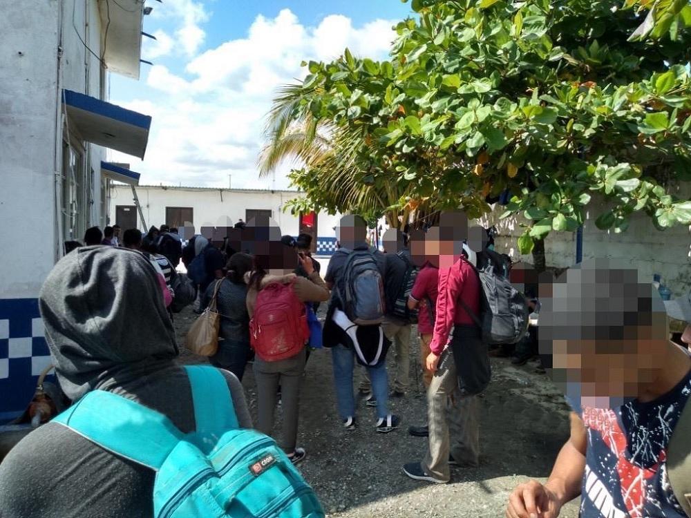 Cierran frontera de Chiapas por caravana migrante