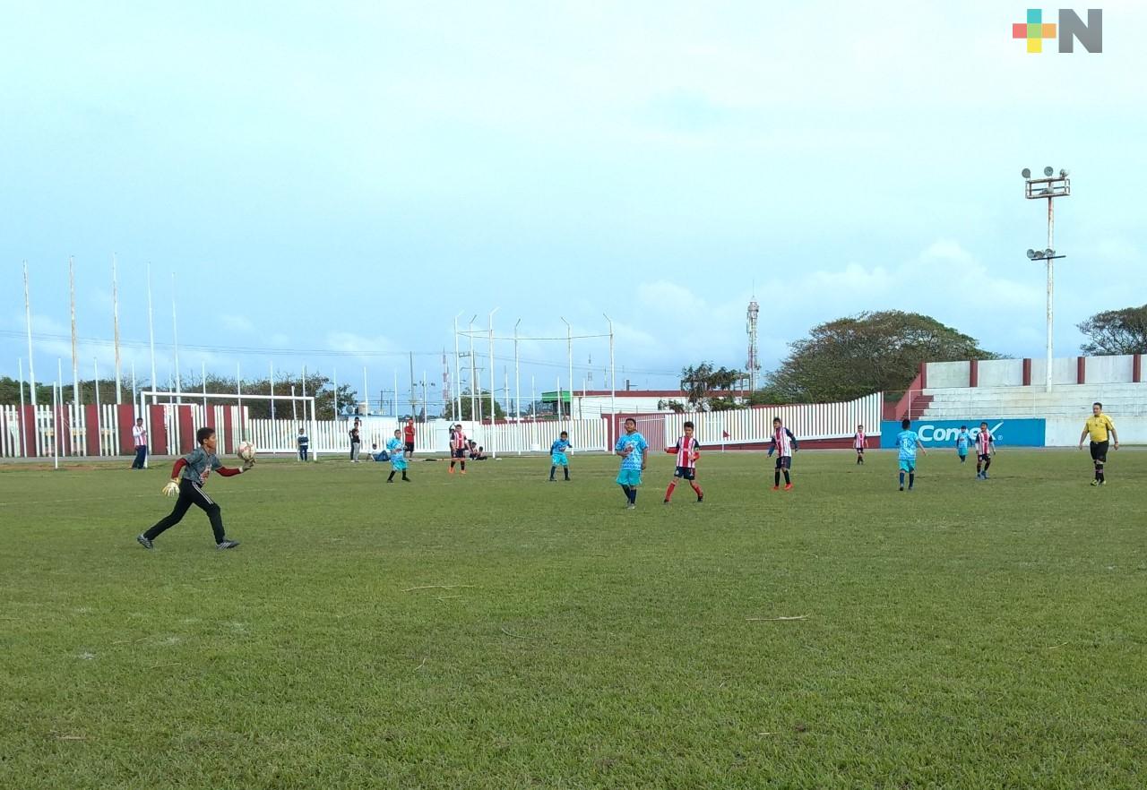 Capacitarán a entrenadores de la Liga Municipal de Futbol Infantil