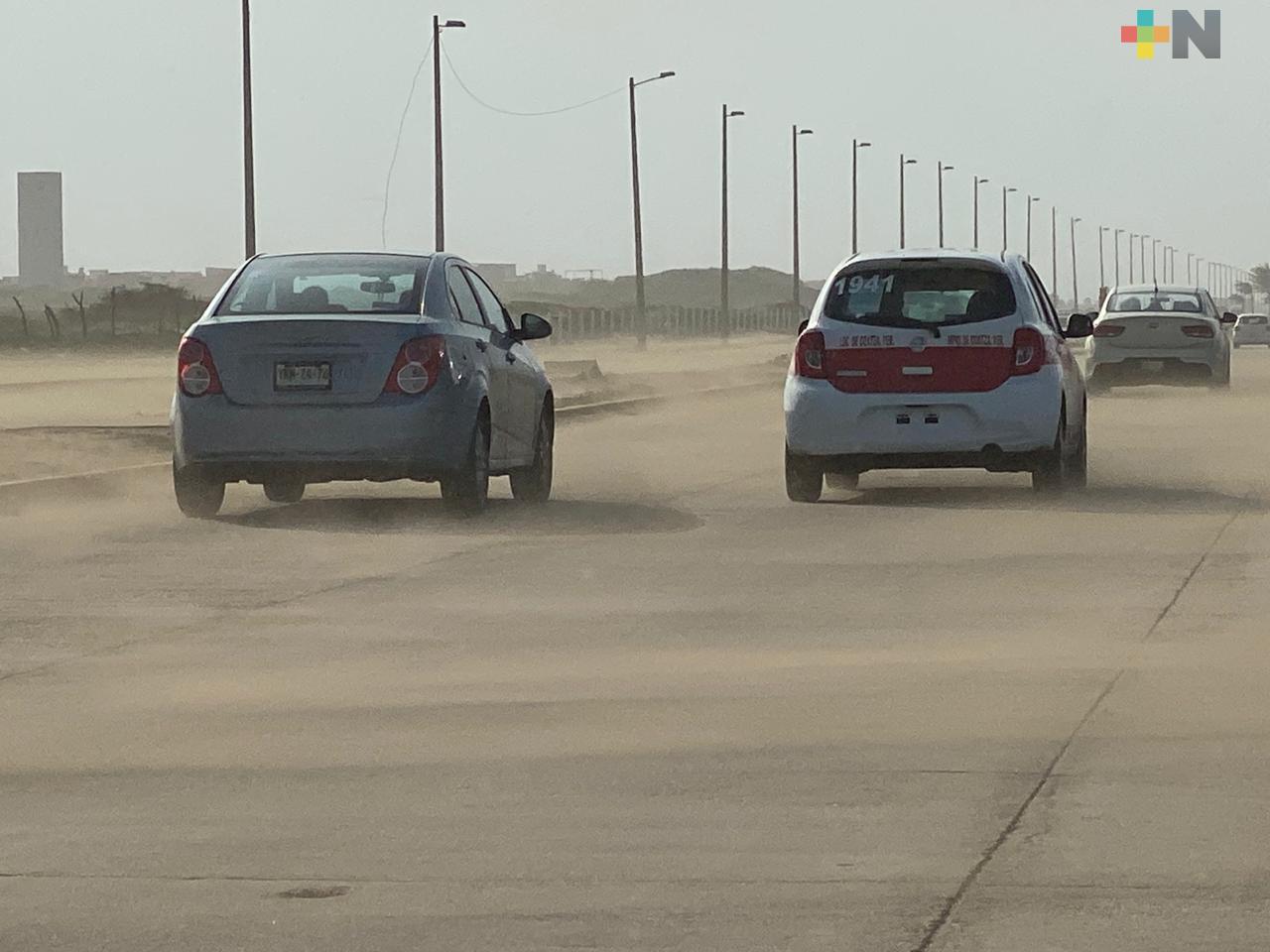 Frente Frío provoca cierre de puerto y salida de toneladas de arena en la zona sur