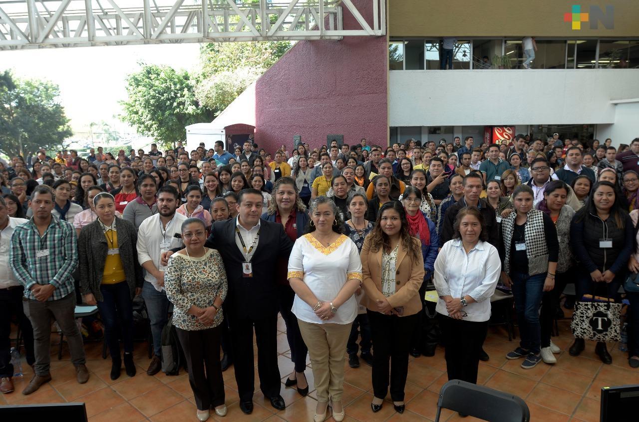 Con la entrega de 290 plazas, fortalece SEV educación básica en Veracruz