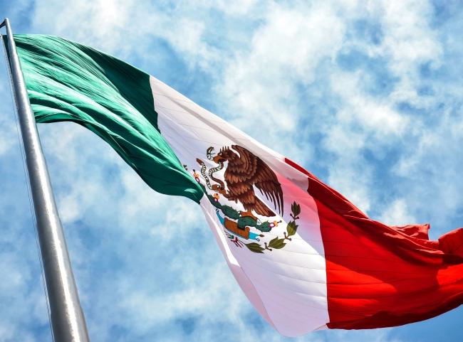 Tenemos que reafirmar nuestro patriotismo honrando a la bandera: AMLO